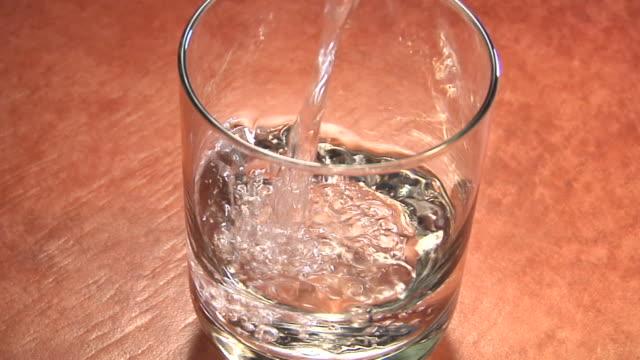 cu, ha, studio shot of water being poured into glass - テーブルトップショット点の映像素材/bロール