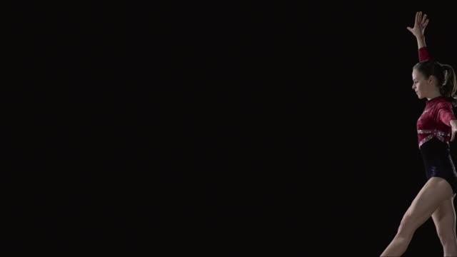 vídeos de stock e filmes b-roll de slo mo ms studio shot of young rhythmic gymnast jumping - body de ginástica