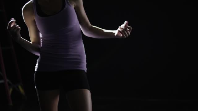 slo mo ms studio shot of young woman dancing - オレム点の映像素材/bロール