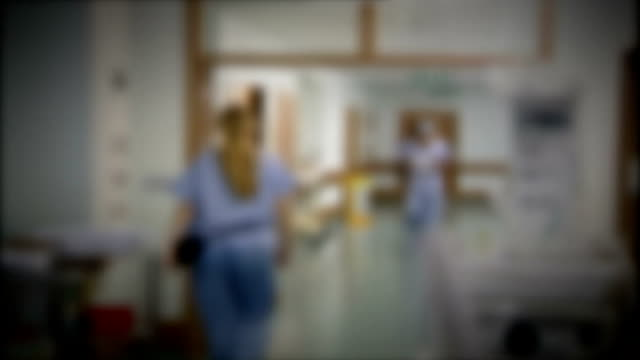 vídeos de stock e filmes b-roll de study into ovarian cancer survival rates critical of treatments available graphicised sequence blurred shot medical staff along on hospital ward - ovário