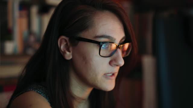 studiare lezione online a casa, conference calling in webcam. - exam video stock e b–roll