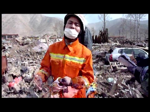 stunned survivors of china's earthquake complained of hunger friday as the government rushed supplies and personnel into the remote disaster zone... - rubble stock-videos und b-roll-filmmaterial