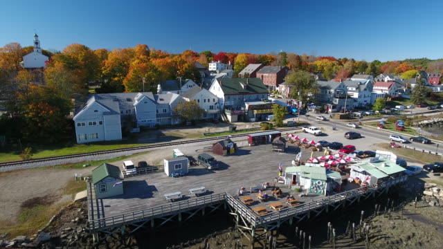 vidéos et rushes de a stunning aerial view of a classic small town in maine at the peak of fall. wicasset. maine usa - maine