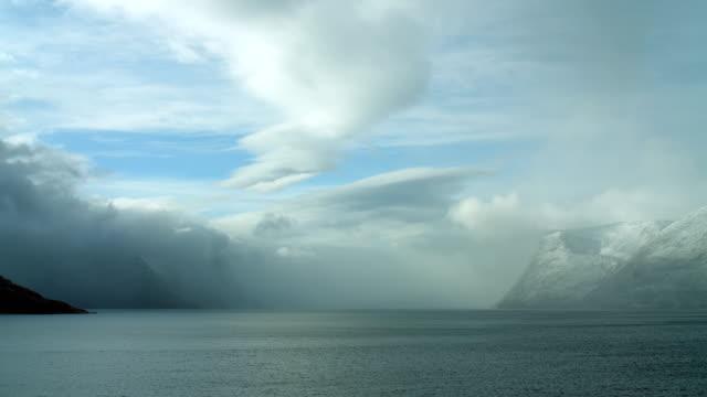 stunning coastal arctic landscape - en minut eller längre bildbanksvideor och videomaterial från bakom kulisserna