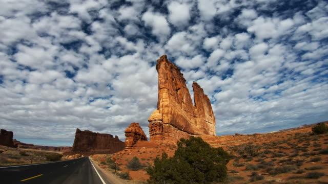 stunning drive trough arches national park, moab, utah - ユタ州モアブ点の映像素材/bロール