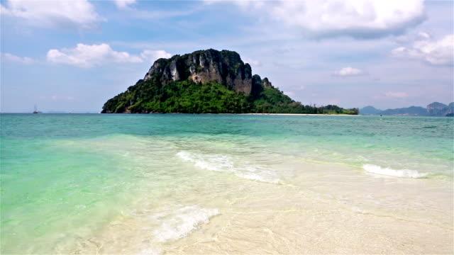 stunning island in krabi, south thailand - クラビ県点の映像素材/bロール