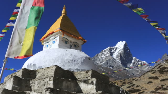 Stupa and Buddhist Prayer wall, Dingboche village, Imja Khola river valley, Sagarmatha National Park, Himalayan Mountains, Nepal