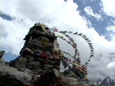 ms, la, stupa with buddhist prayer flags, katmandu, khumbu- himalaya, nepal - stupa stock videos & royalty-free footage
