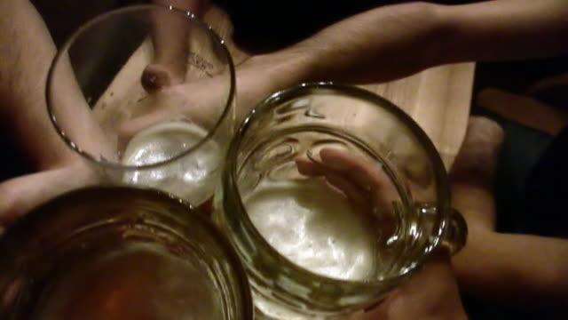 stockvideo's en b-roll-footage met stupid! - juichen