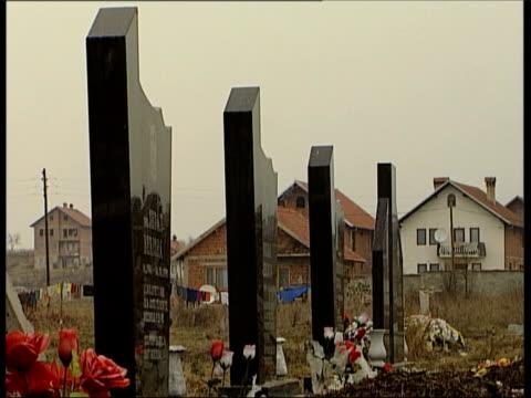 suareka : row of grave stones fade to - slobodan milosevic stock-videos und b-roll-filmmaterial