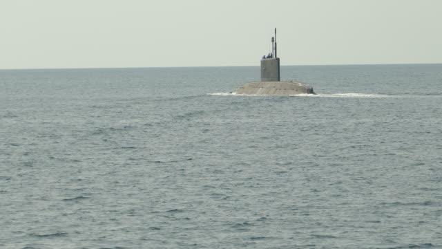 vidéos et rushes de sous-marin au sea - manoeuvre militaire