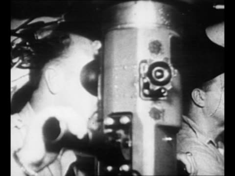 submarine finishes submerging / periscope moves up as sailor looks through it / pov through periscope of camera ship uss tirante with lens... - william halsey stock-videos und b-roll-filmmaterial
