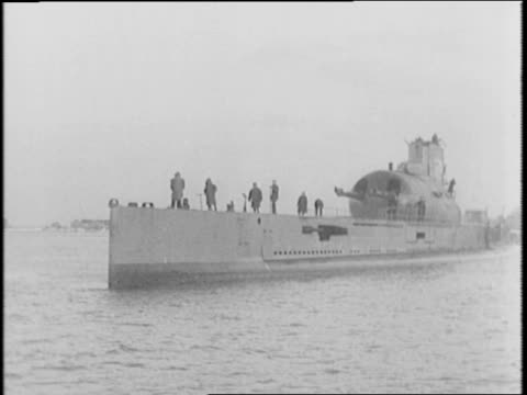 vidéos et rushes de submarines and ships patrolling island saint pierre off the coast of canada / map of st pierre and miquelon with maine and canada in view / free... - saint pierre et miquelon