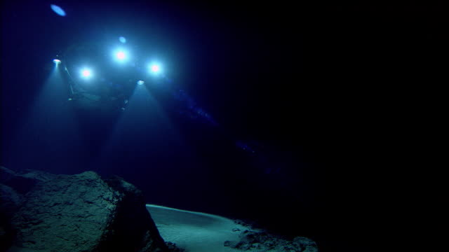 submersible shines lights onto deep sea floor, mid atlantic ridge - deep stock videos & royalty-free footage