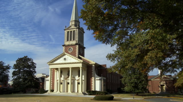 stockvideo's en b-roll-footage met ws td suburban church/ atlanta, georgia - kerk
