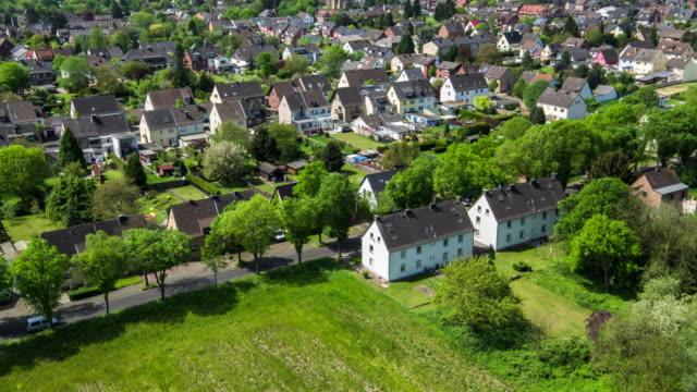 vídeos y material grabado en eventos de stock de paisaje suburbano en alemania - villa asentamiento humano
