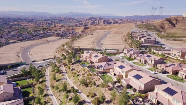 suburban development in la county - aerial shot - santa clarita video stock e b–roll