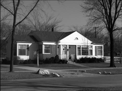 b/w 1956 pan suburban homes on tree-lined street - tonad bild bildbanksvideor och videomaterial från bakom kulisserna
