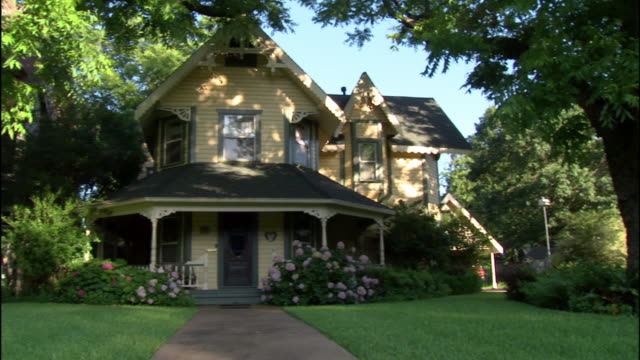 ms, pan, suburban house, dallas, texas, usa - texas stock videos & royalty-free footage