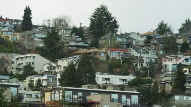 WS Suburban houses on hill / Seattle, Washington, USA