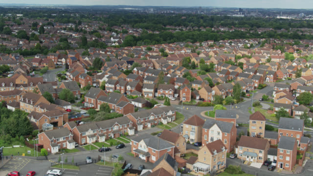 stockvideo's en b-roll-footage met suburbane landschap vanuit de lucht - uk