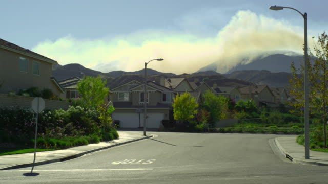 ws, suburban neighborhood with forest fire in background, santa clarita, california, usa - santa clarita stock videos & royalty-free footage