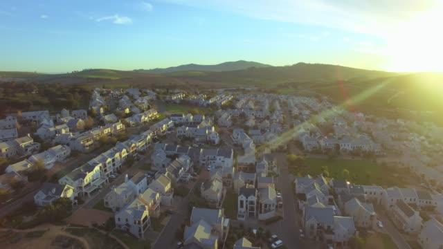 vídeos de stock, filmes e b-roll de terras de subúrbio no coração de vinho fantástico - stellenbosch