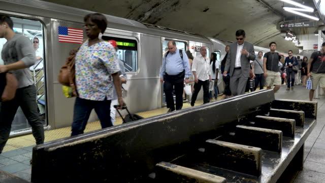 #7 Subway at Grand Central Station, Rush Hour, NYC
