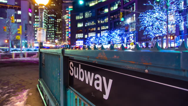 t/l subway entrance at night in new york city - metropolitana di new york video stock e b–roll