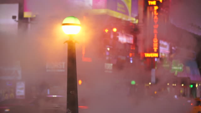 vídeos y material grabado en eventos de stock de nyc subway globes light and many colorful neon signs glow among the rising steam in the night around the times square in midtown manhattan new york city ny usa on jan. 14 2020. - broadway manhattan