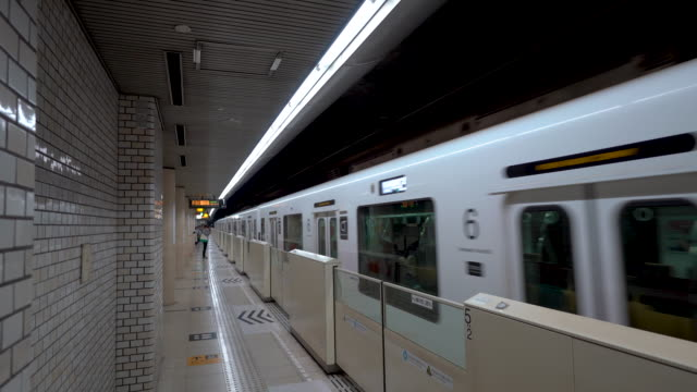subway in fukuoka a train arriving to the station - fukuoka prefecture stock videos & royalty-free footage