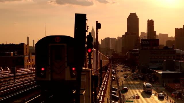 クイーンズのニューヨークの地下鉄のパノラマ ビュー