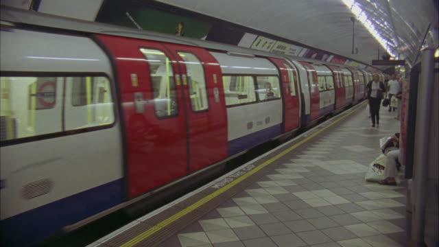 T/L, MS, Subway platform, London, England