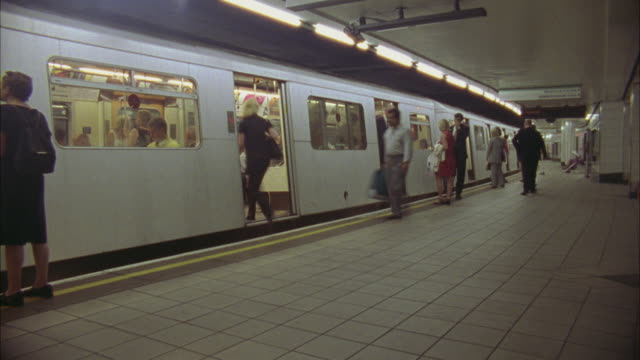 T/L, WS, Subway platform, London, England