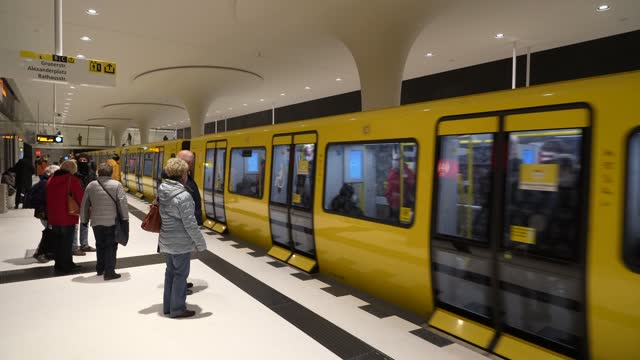 vídeos de stock e filmes b-roll de subway train arrives at rotes rathaus station on the new extension of the u5 line on the extension's opening day during the coronavirus pandemic on... - rathaus