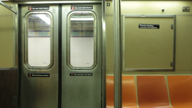 vídeos de stock, filmes e b-roll de subway train doors entering station, opening, closing, leaving station - interior de transporte