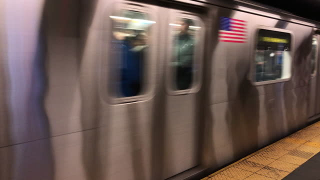 stockvideo's en b-roll-footage met metro trein in new york city - metro passagierstrein