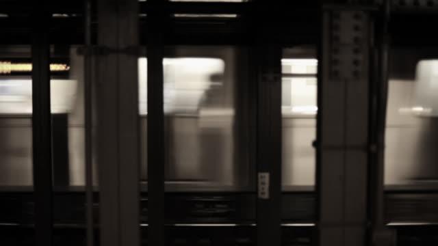 vídeos de stock, filmes e b-roll de subway train leaving station - passando
