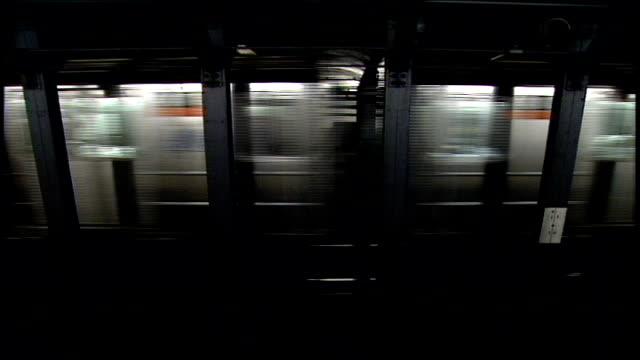 subway train moving through subway stations in nyc - 1994年点の映像素材/bロール