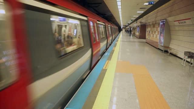 vídeos de stock e filmes b-roll de subway train stock video istanbul, europe, turkey - middle east, subway, public transportation - vedação