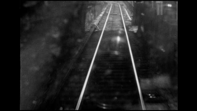 1966 nyc el subway train - inquadratura da un treno video stock e b–roll