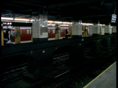subway trains arrive at station, people alight and board trains - bbc news bildbanksvideor och videomaterial från bakom kulisserna