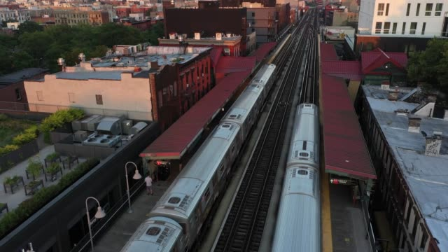 subway trains move over the williamsburg bridge as the sun sets on august 11, 2020 in new york city. - williamsburg bridge stock videos & royalty-free footage
