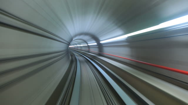 stockvideo's en b-roll-footage met subway tunnel zoom - tunnel