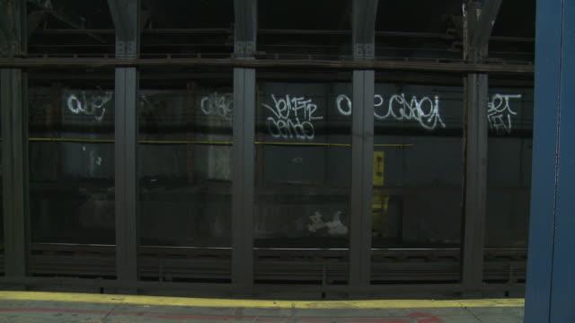 vídeos de stock e filmes b-roll de hd: metro - metro da cidade de nova iorque