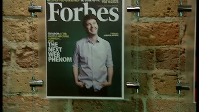 stockvideo's en b-roll-footage met success of internet company groupon close shots of us magazine covers mounted on wall in groupon reception area covers showing other dotcom... - magazine