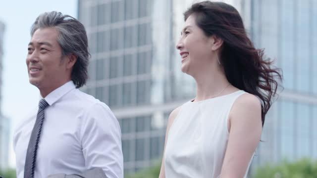 vídeos de stock, filmes e b-roll de successful business people,4k - camisa e gravata