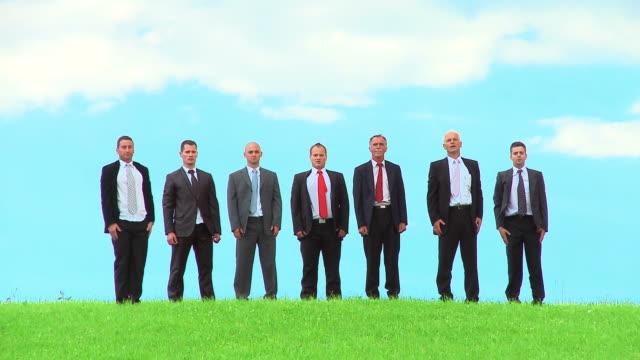 vídeos de stock e filmes b-roll de hd: equipe de negócios bem sucedido - camisa e gravata
