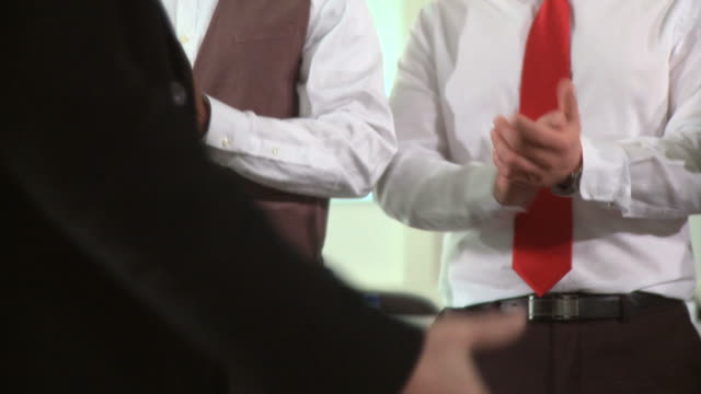 stockvideo's en b-roll-footage met hd dolly: successful business team - overhemd en stropdas