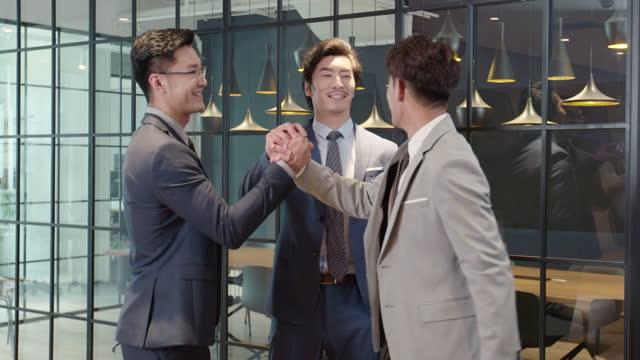 successful businessmen talking in office,4k - three people stock-videos und b-roll-filmmaterial